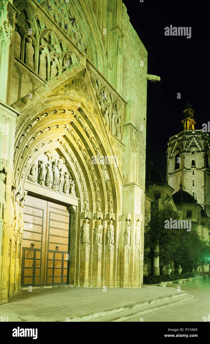 Cathedral; Los Apóstoles Gate (gothic) and Micalet /Miguelete tower. Stock Photo
