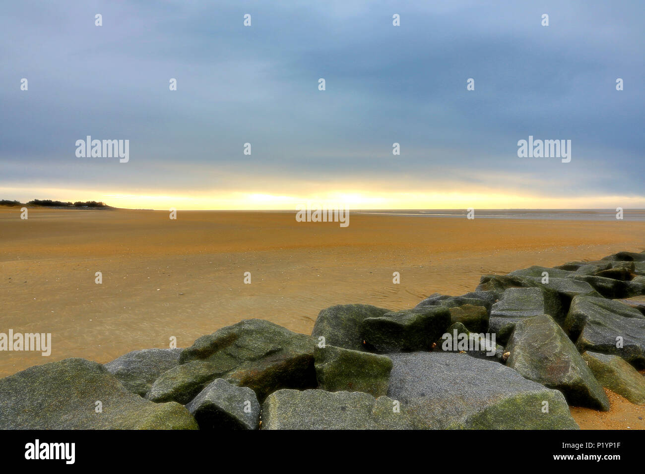 Normandy. Manche. Montmartin sur Mer. End of day on the grêve at low tide during the winter. - Stock Image