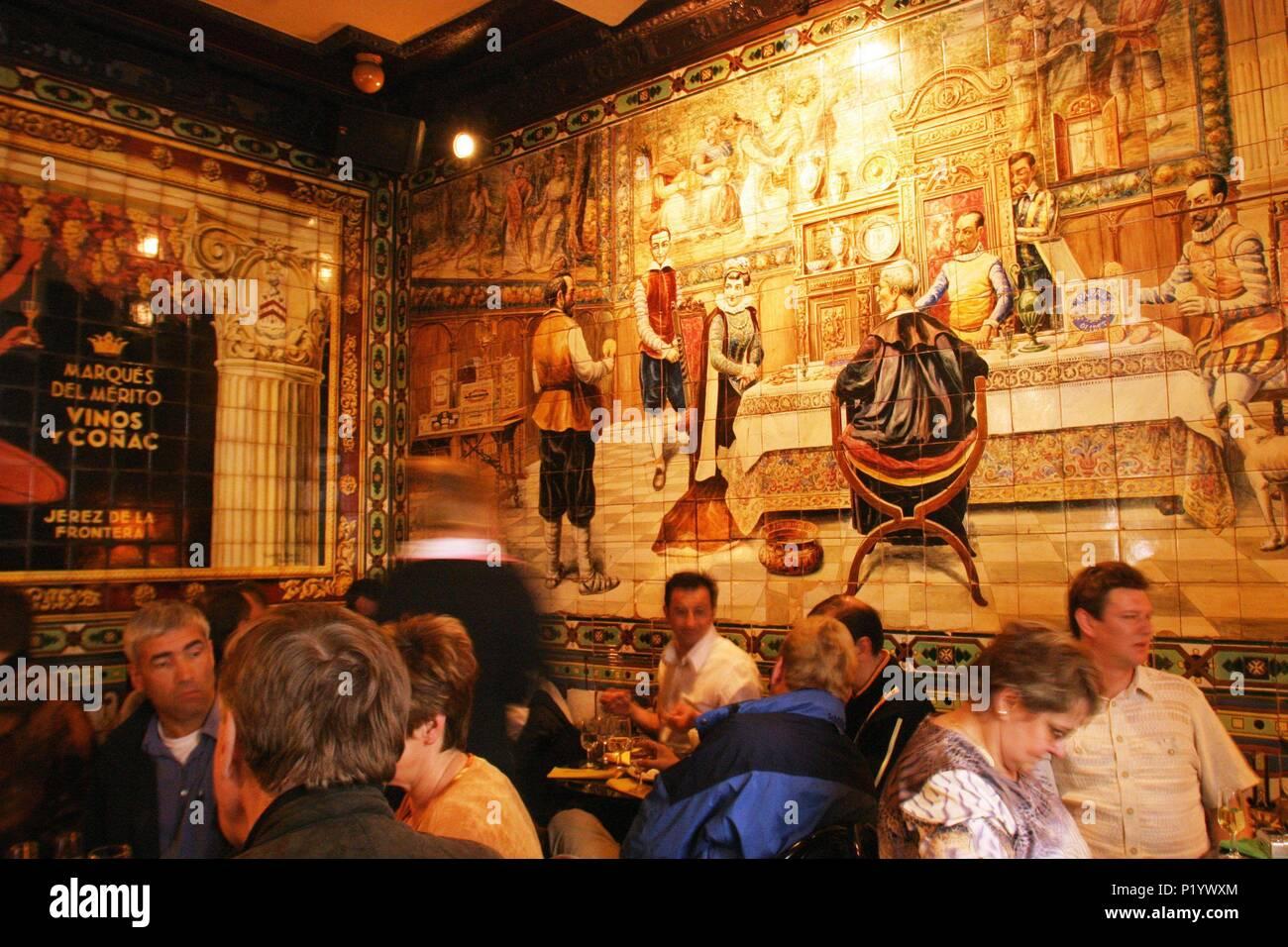Bar 'Los Gabrieles'; interior con decorados de cerámicas / azulejos. - Stock Image