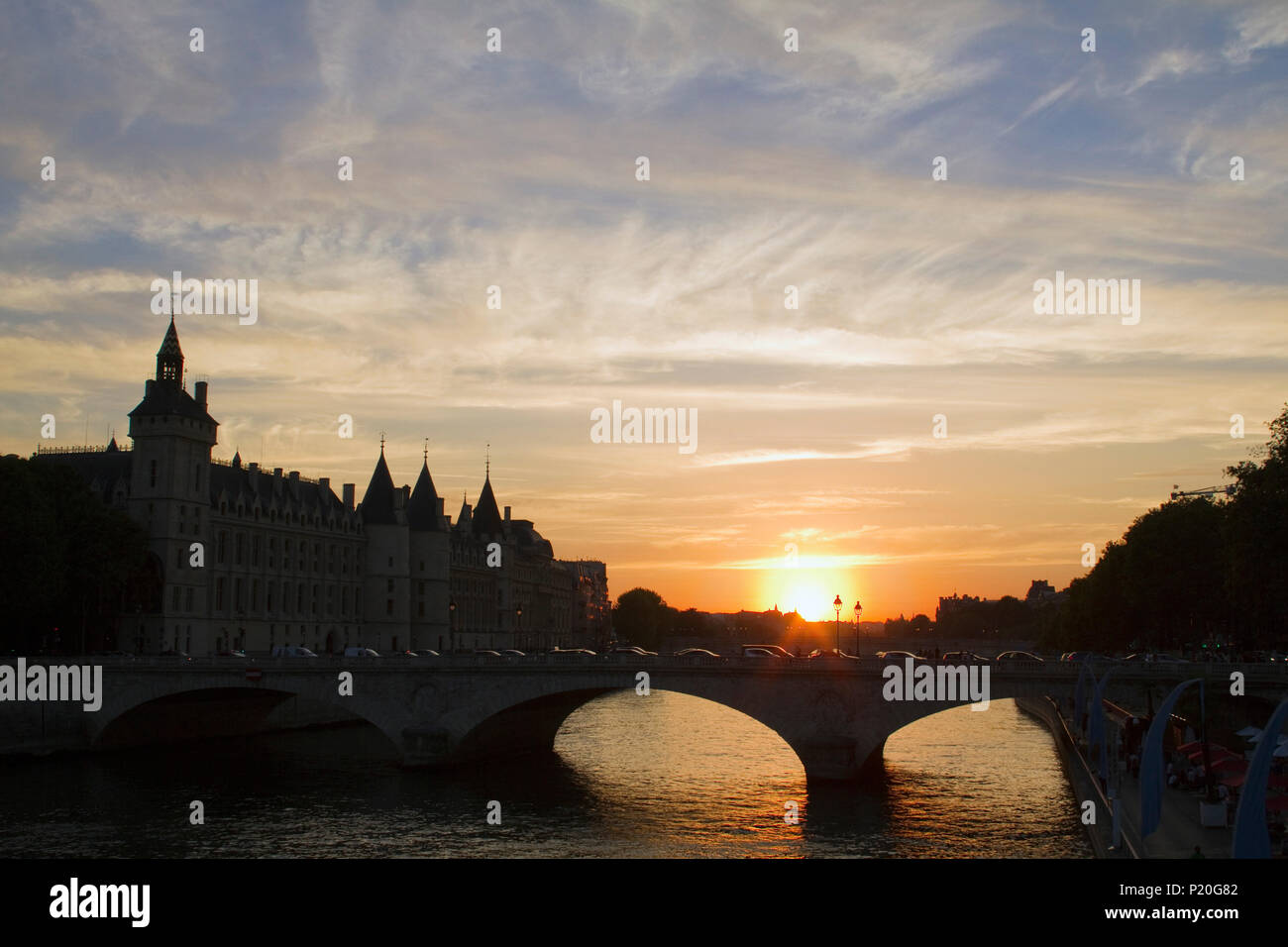 France, Paris, sunset on the Conciergerie and the Pont au Change. - Stock Image
