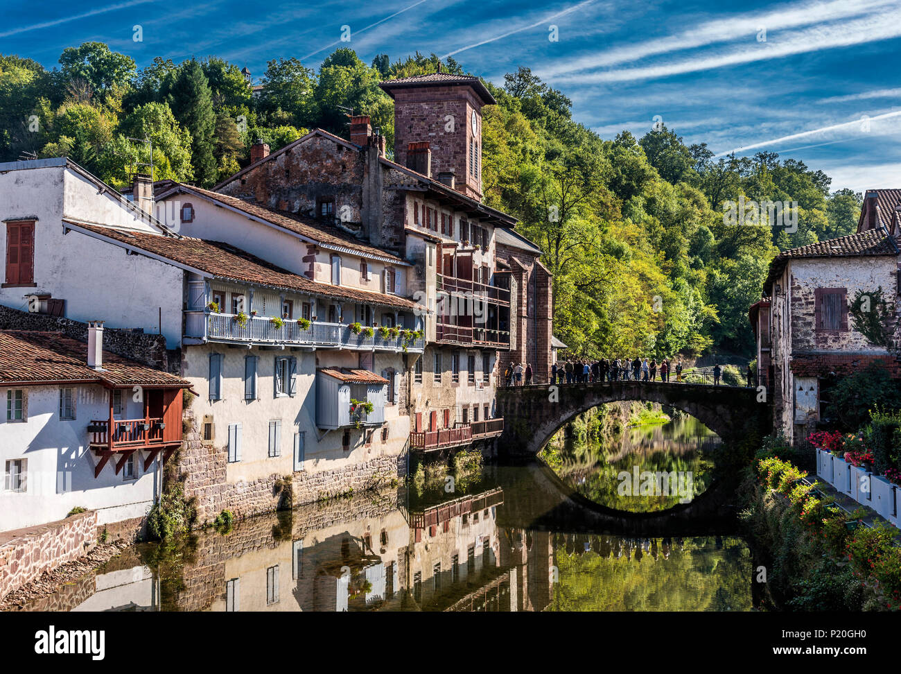 France, Basque Country, houses on the edge of the Nive river in Saint-Jean-Pied-de-Port (labelled 'Most Beautiful Village in France') - Stock Image