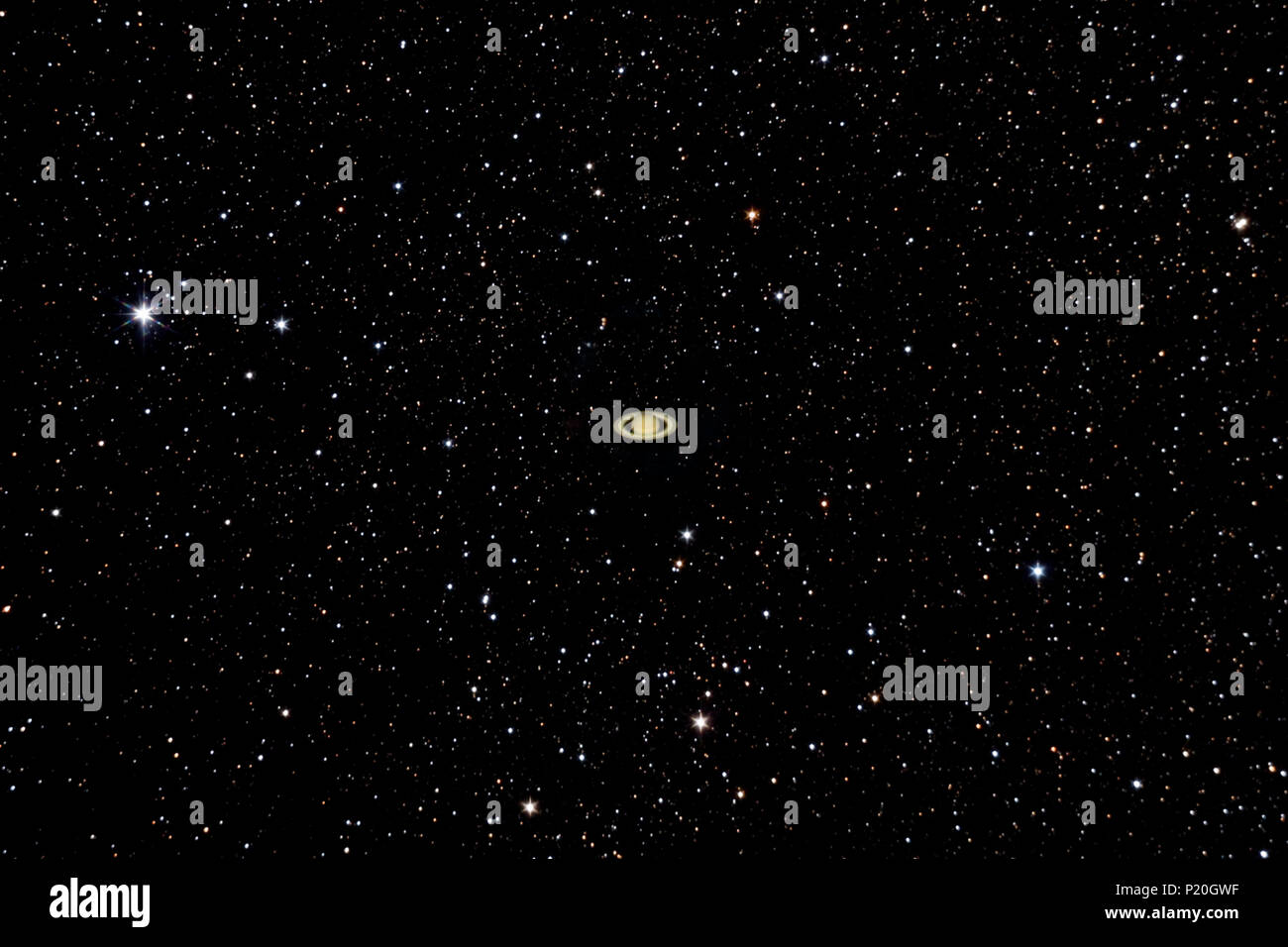The planet Saturne shines in front of hundreds of stars. - Stock Image
