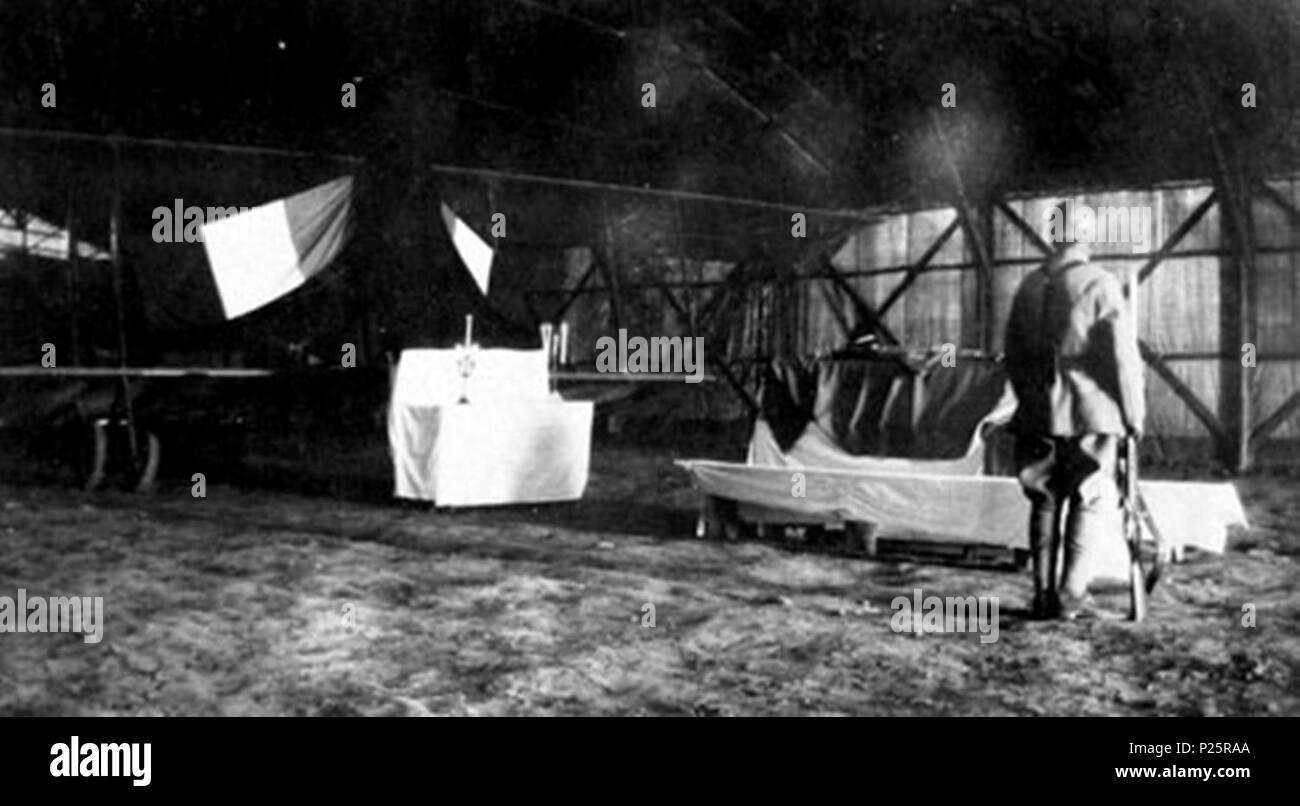 . English: Burning chapel in honor of Captain Robert Martinet (1885-1917) in a 'Bessonneau' hangar of the Serbian Air Force Park at Mikra, Greece, on April 10, 1917. In service ordered during the First World War, the French officer is killed in an airplane accident, at the controls of a Farman, on April 9, 1917. Français: Chapelle ardente en hommage au capitaine Robert Martinet (1885-1917) dans un hangar Bessonneau du parc aéronautique serbe à Mikra en Grèce, le 10 avril 1917. En service commandé pendant la Première Guerre mondiale, l'officier français s'est tué au cours d'un accident aérien, - Stock Image