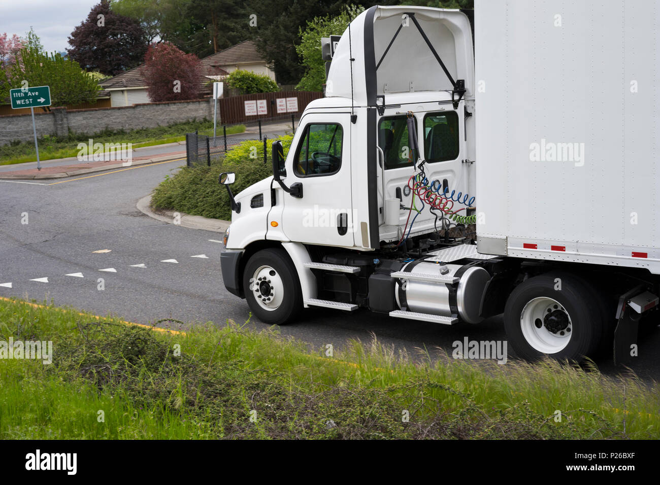 Commercial Big Rig White Day Cab Local Haul Semi Truck