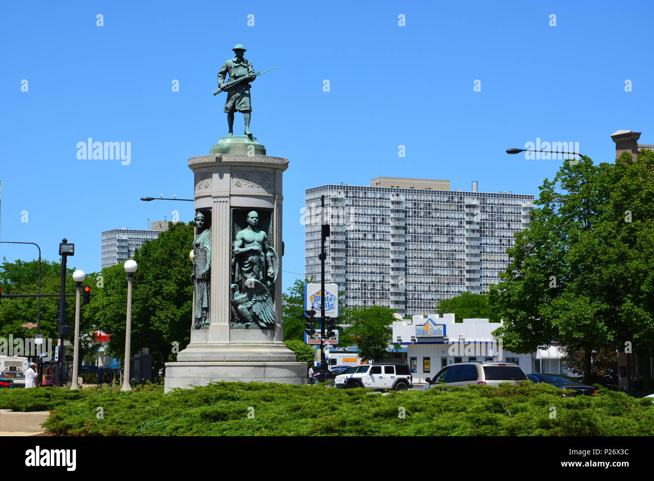 The Victory Monument in Chicago's Bronzeville neighborhood honors the African American Illinois 8th Regiment soldiers who fought under French in WWI - Stock Image