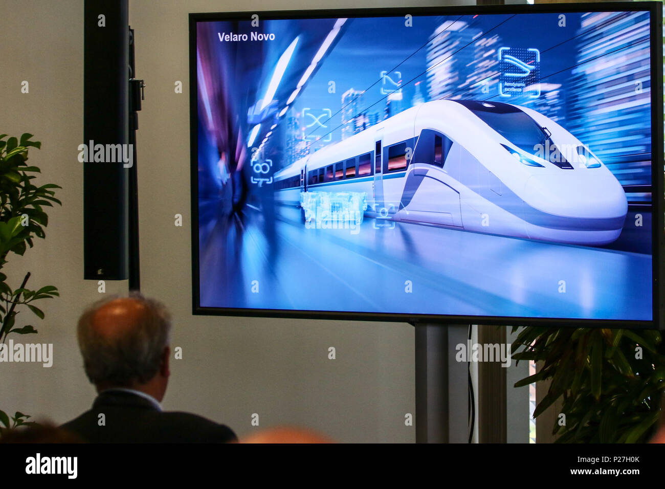 Siemens praesentiert auf der Innotrans 2018 ein neues Fahrzeugkonzept fuer Hochgeschwindigkeitszuege. Der Velaro Novo setzt neue Massstaebe in puncto Witschaftlichkeit und Nachhaltigkeit. Siemens hat die Plattform fuer einen weltweiten Einsatz entwickelt. - Stock Image