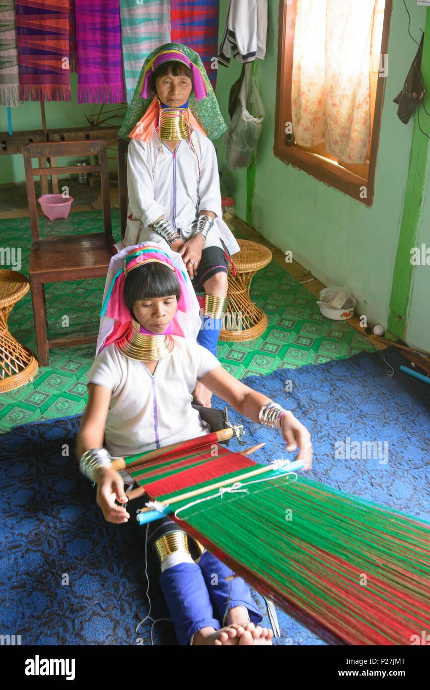 Ywama, Kayan Lahwi (Padaung) Long Neck woman weaving, weaver loom, Inle Lake, Shan State, Myanmar (Burma) Stock Photo