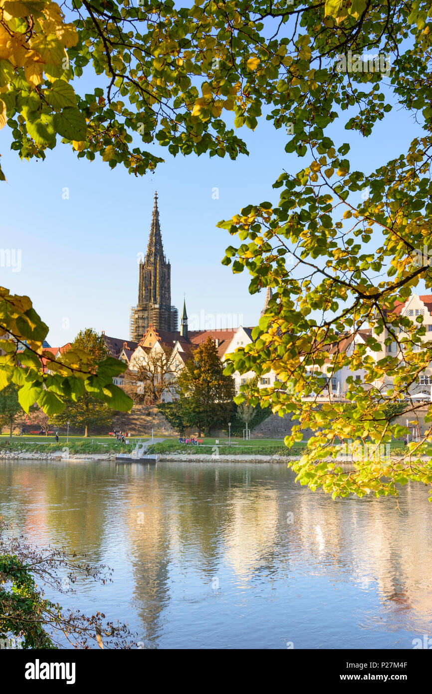 Ulm, river Donau (Danube), church, Ulm Minster, people, Schwäbische Alb (Swabian Alb), Baden-Wurttemberg, Germany Stock Photo