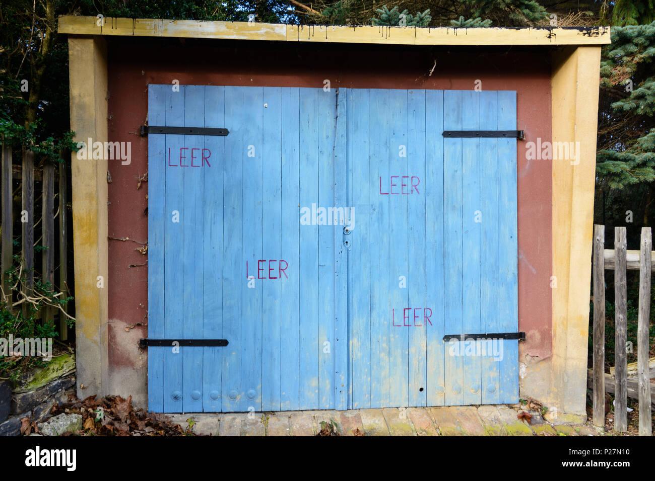 Dresden, garage door lettered 'leer' to deter theft, Saxony, Germany - Stock Image