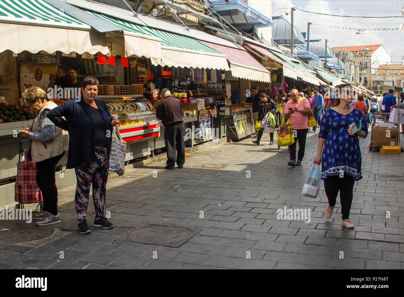 9 May 2018 Shoppers with their bags at the busy Mahane Yehuda street market in Jeruslaem Israel - Stock Image