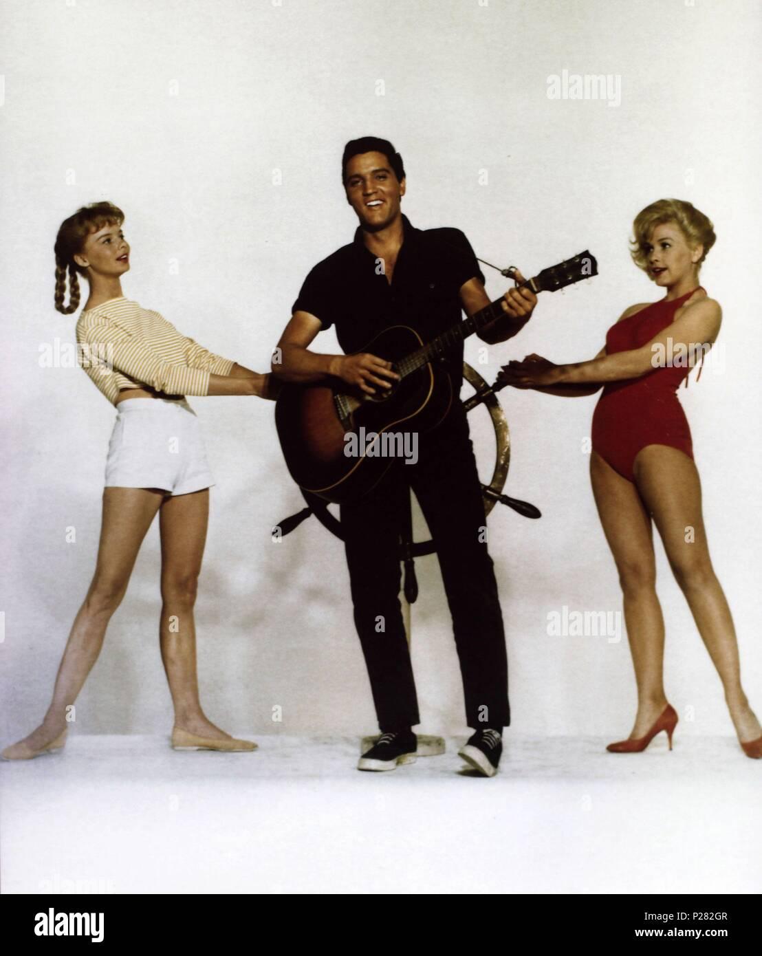 "1962 ELVIS PRESLEY in the Movies Photo /""GIRLS GIRLS GIRLS/"" STUDIO POSE 004"