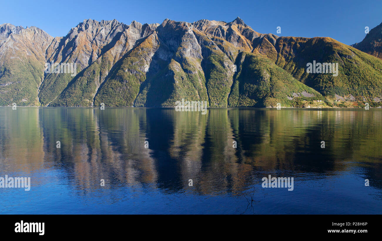The Hjorundfjord and the Sunnmore Alps near Trandal, More og Romsdal, Norway. - Stock Image
