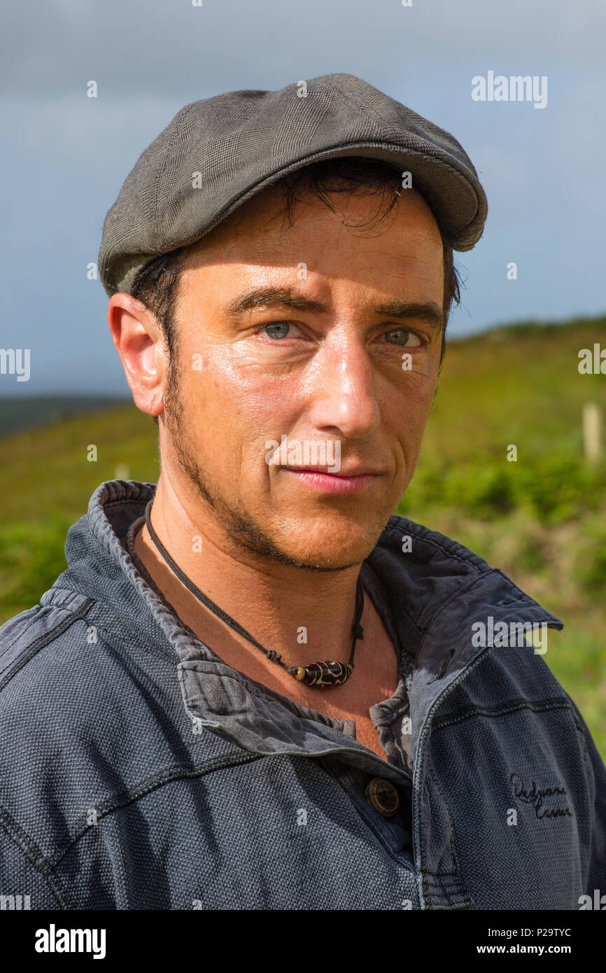 Israeli man wearing flat cap and casual clothes Stock Photo ... c60a27cb314