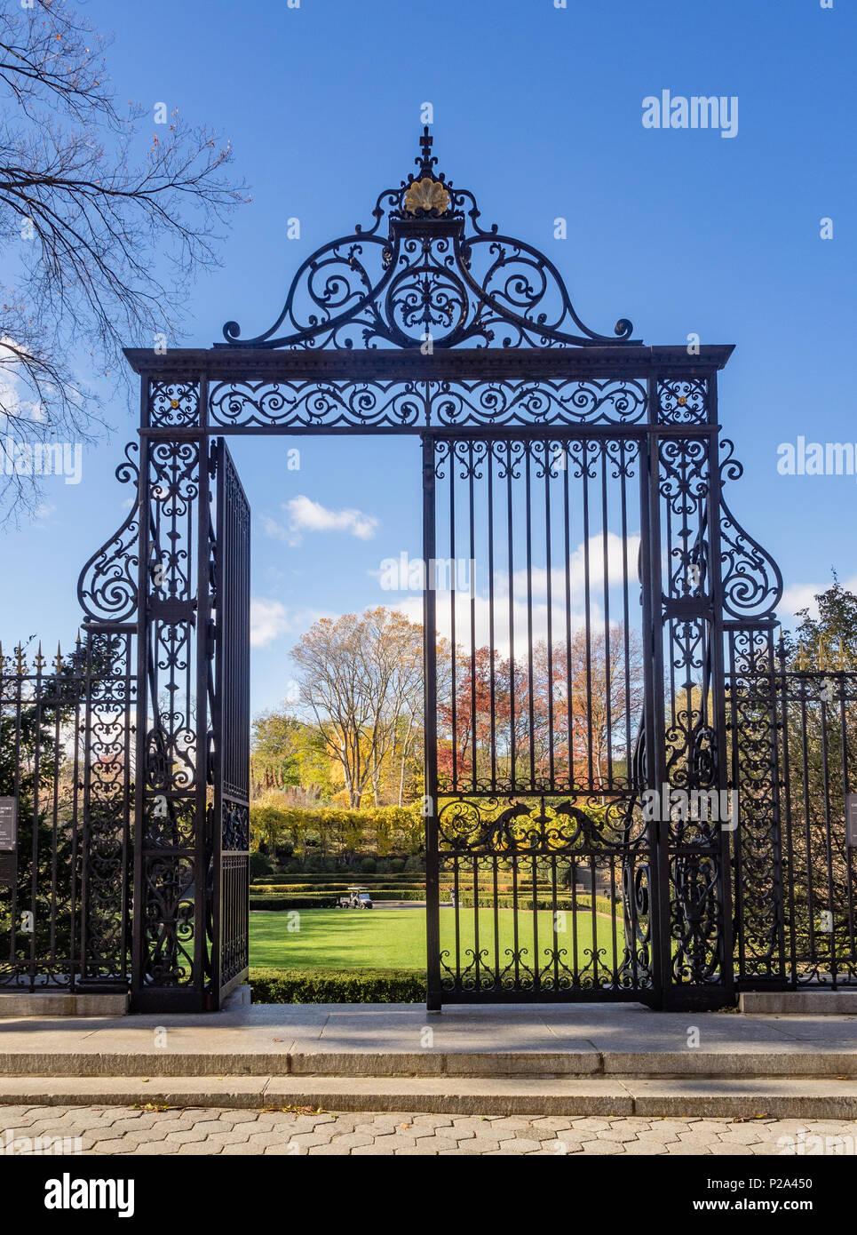 Vanderbilt Gate entrance to Central Park Conservatory, New ...