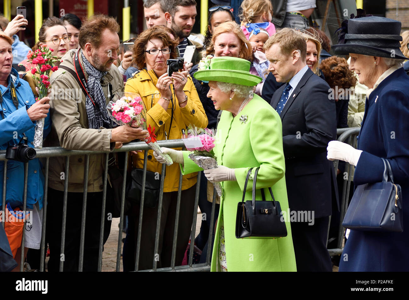 Chester, UK. 14th June 2018. The Queen on a walkabout outside the Storyhouse theatre, library and arts venue on the way to having lunch in the Town Hall. Credit: Andrew Paterson/Alamy Live News - Stock Image
