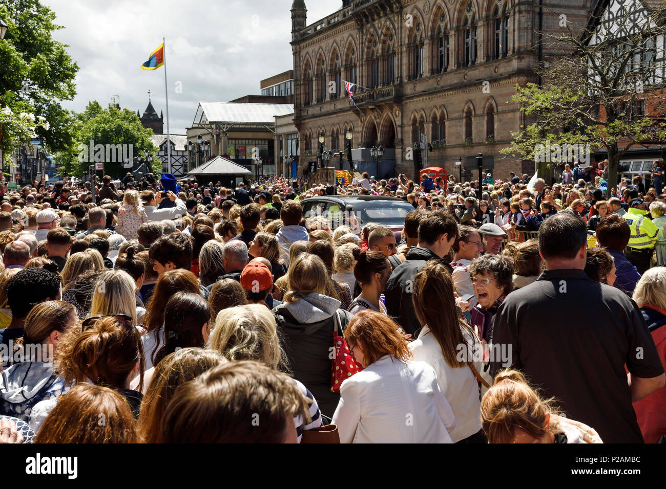 Chester, UK. 14th June 2018. Crowds in front of the town hall as the Queen and Duchess of Sussex go on a walkabout after opening the Storyhouse theatre. Credit: Andrew Paterson/Alamy Live News - Stock Image