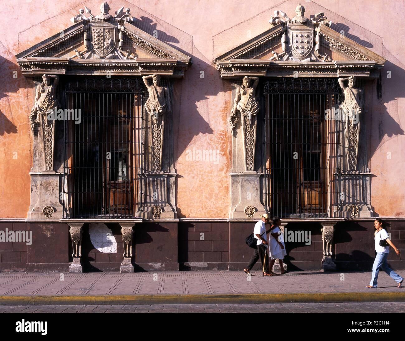 Mexico.Yucatan.Mérida.Casa Montejo.Colonial siglo XVI.Ventanas de la fachada. Stock Photo