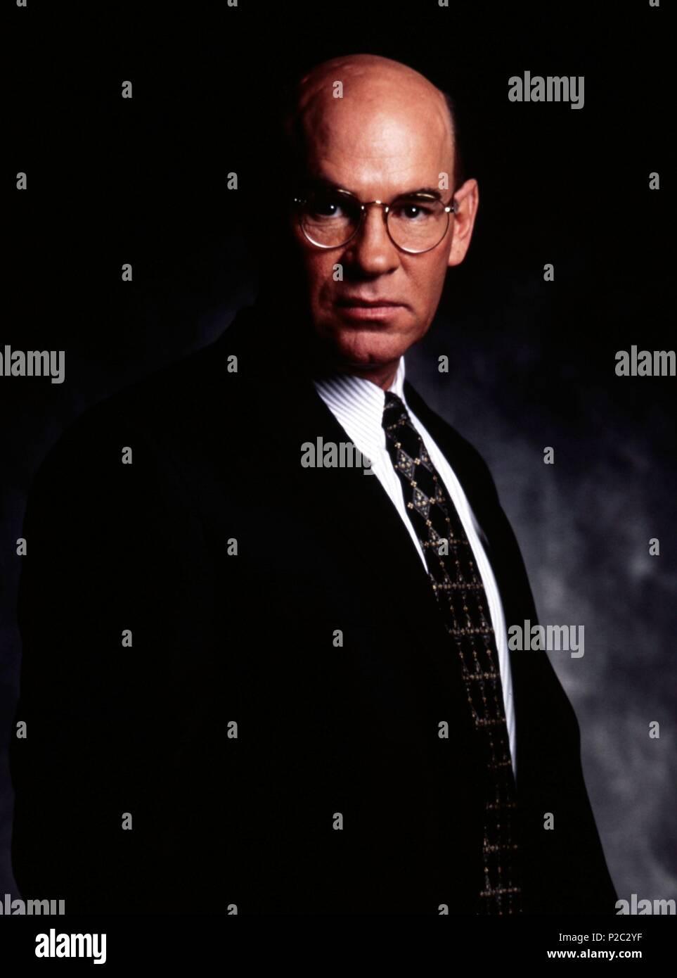 Original Film Title: THE X FILES.  English Title: THE X FILES.  Film Director: CHRIS CARTER; ROB BOWMAN; DAVID NUTTER.  Year: 1993.  Stars: MITCH PILEGGI. Credit: FOX FILMS / MOSKOWITZ, KAREN / Album - Stock Image