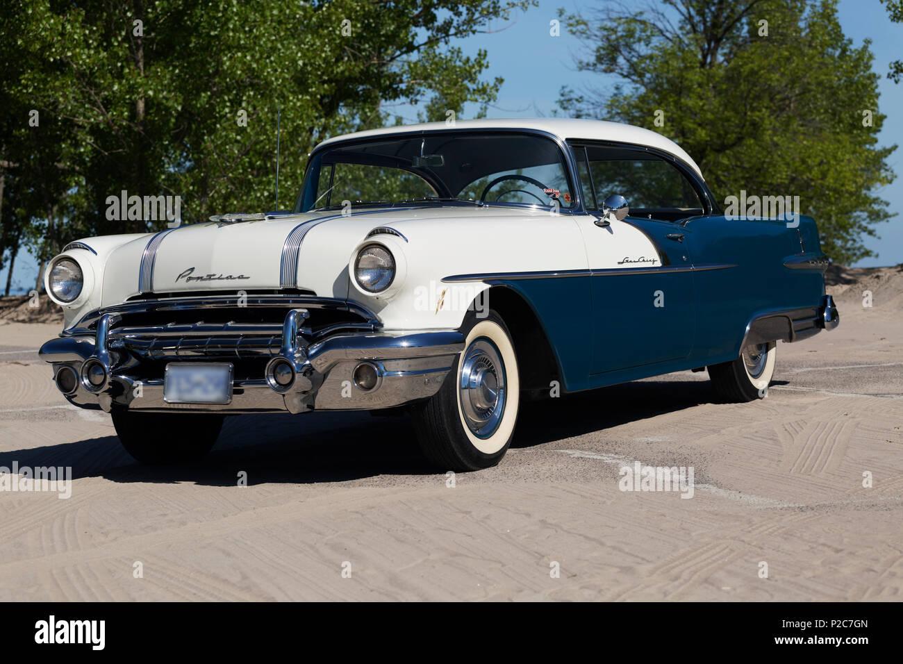 1956 Pontiac Star Chief 2 Door Hard Top - Stock Image