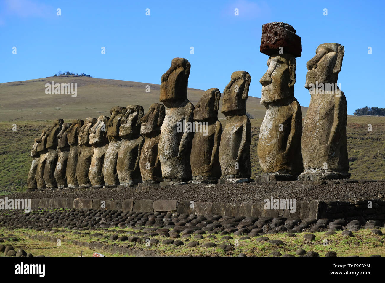 Stunning view of 15 huge Moai statues of Ahu Tongariki with Poike volcano in the background, Easter Island, Chile, South America - Stock Image