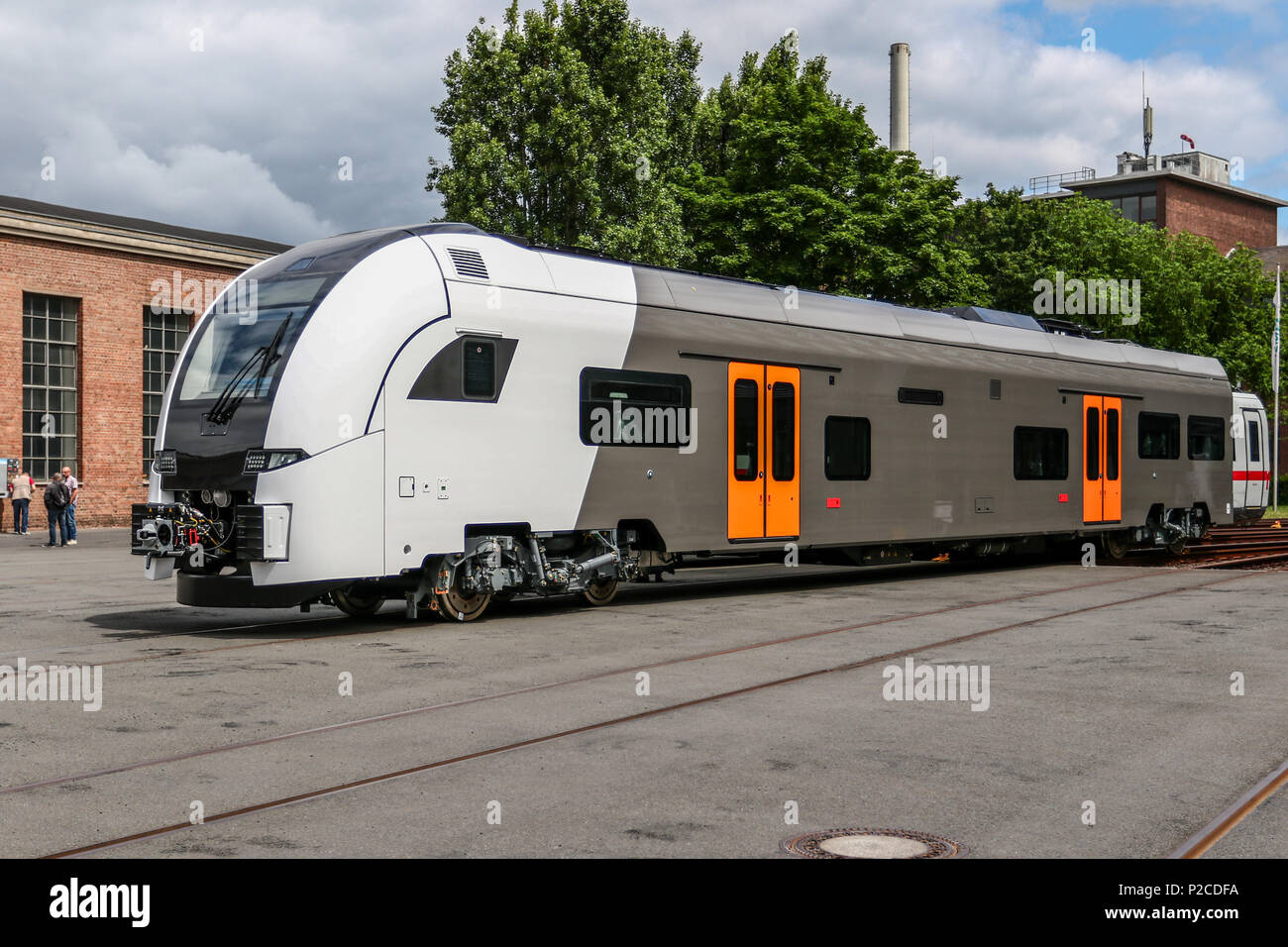 Derzeit entsteht im Siemens Werk Krefeld-Uerdingen die neue Generation von Fahrzeugen fuer den Nahverkehr in der Rhein-Ruhr-Region. Der Siemens Desiro HC ist eine Kombination aus Elektro-Triebzug und Doppelstockwagen. Stock Photo