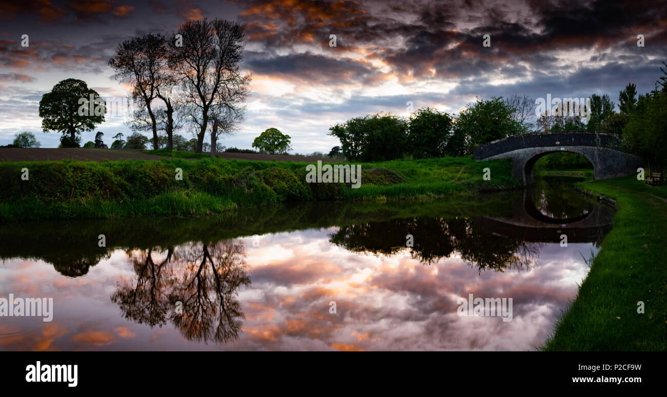Dramatic dusk skies over bridge 99, Shropshire Union Canal, Nantwich - Stock Image