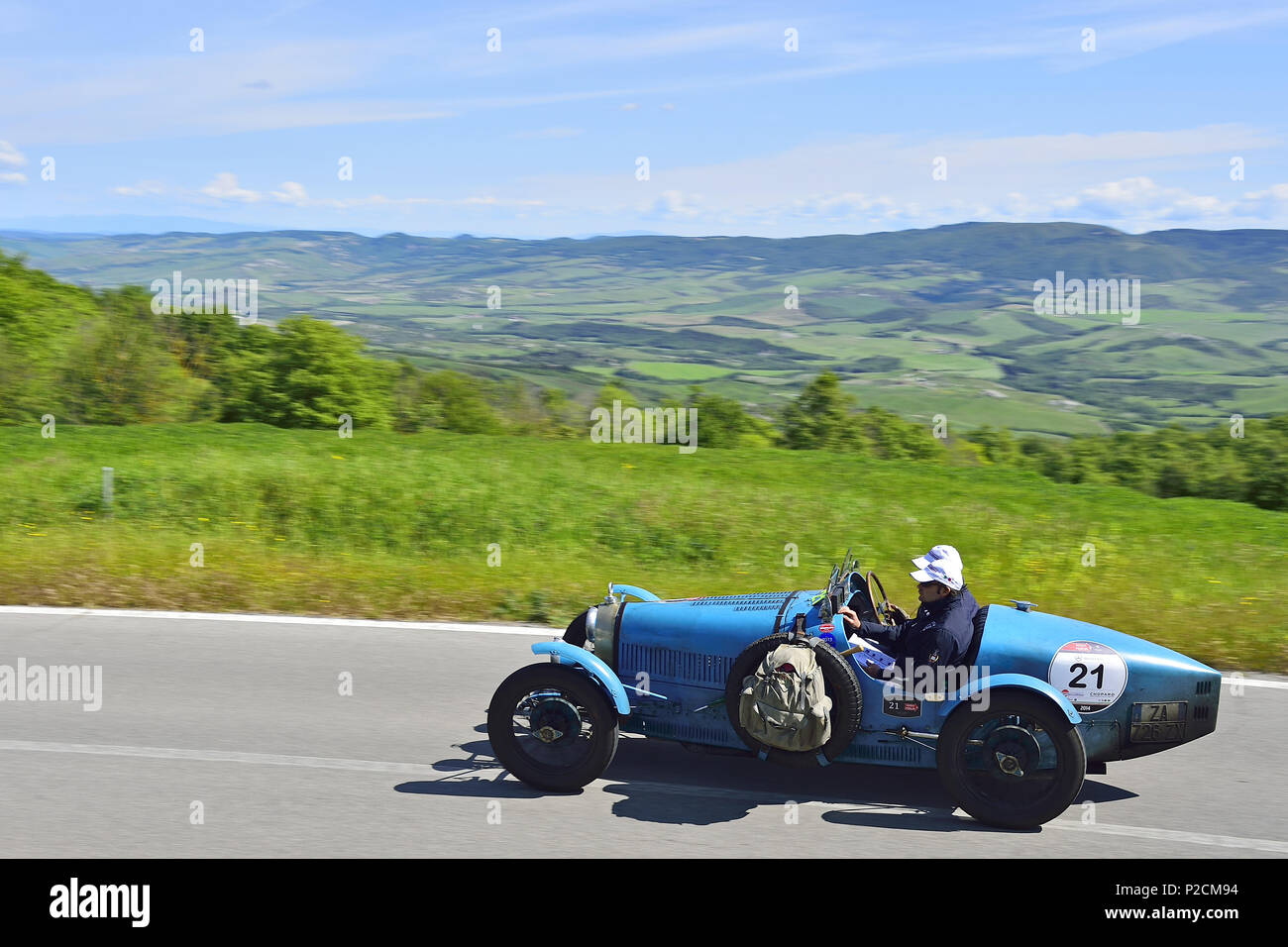 Bugatti T 35A 1926, Oldtimer, on the road the Tuscan landscape, Oldtimer, Racing cars, Mille Miglia, 1000 Miglia, 2014, 1000 Mei - Stock Image
