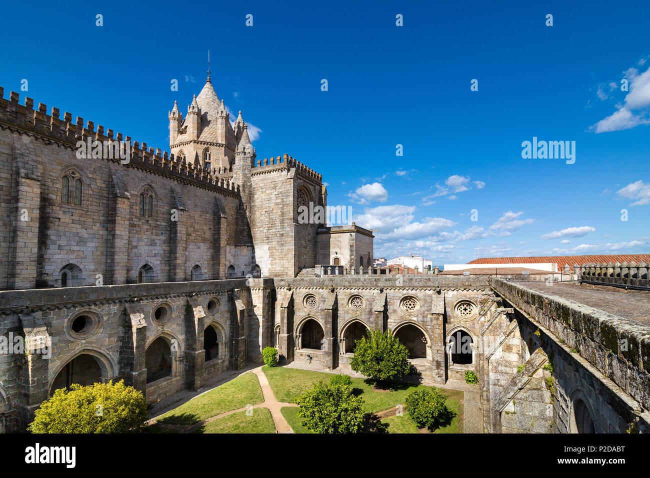 Cloister, cathedral, Evora, Alentejo, Portugal - Stock Image