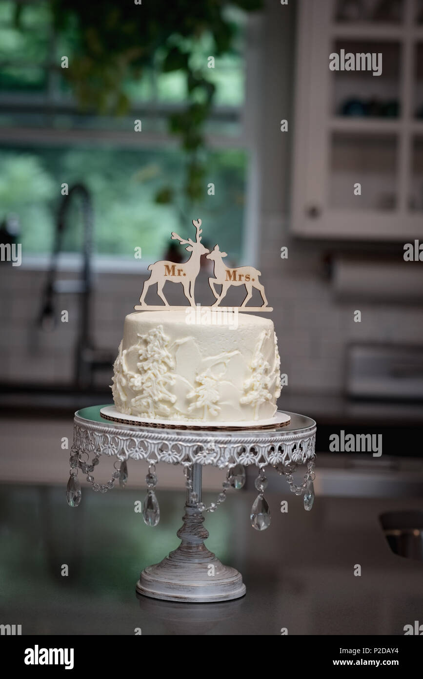 Decorated cake in bakery - Stock Image
