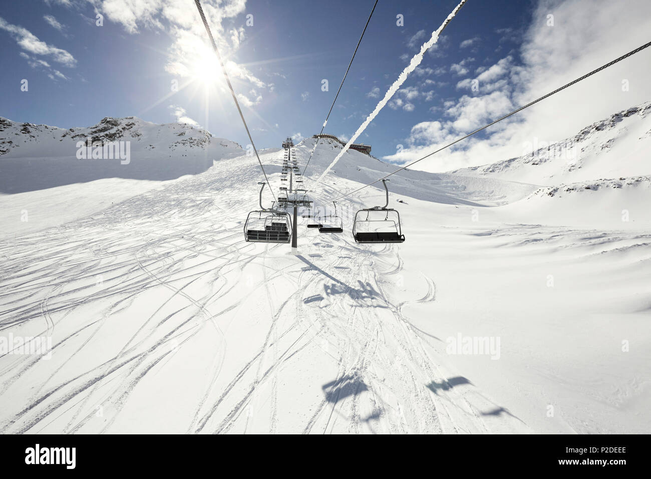 Chair lift and deep powder ski resort, Schnalstaler Glacier, South Tirol, Italy - Stock Image