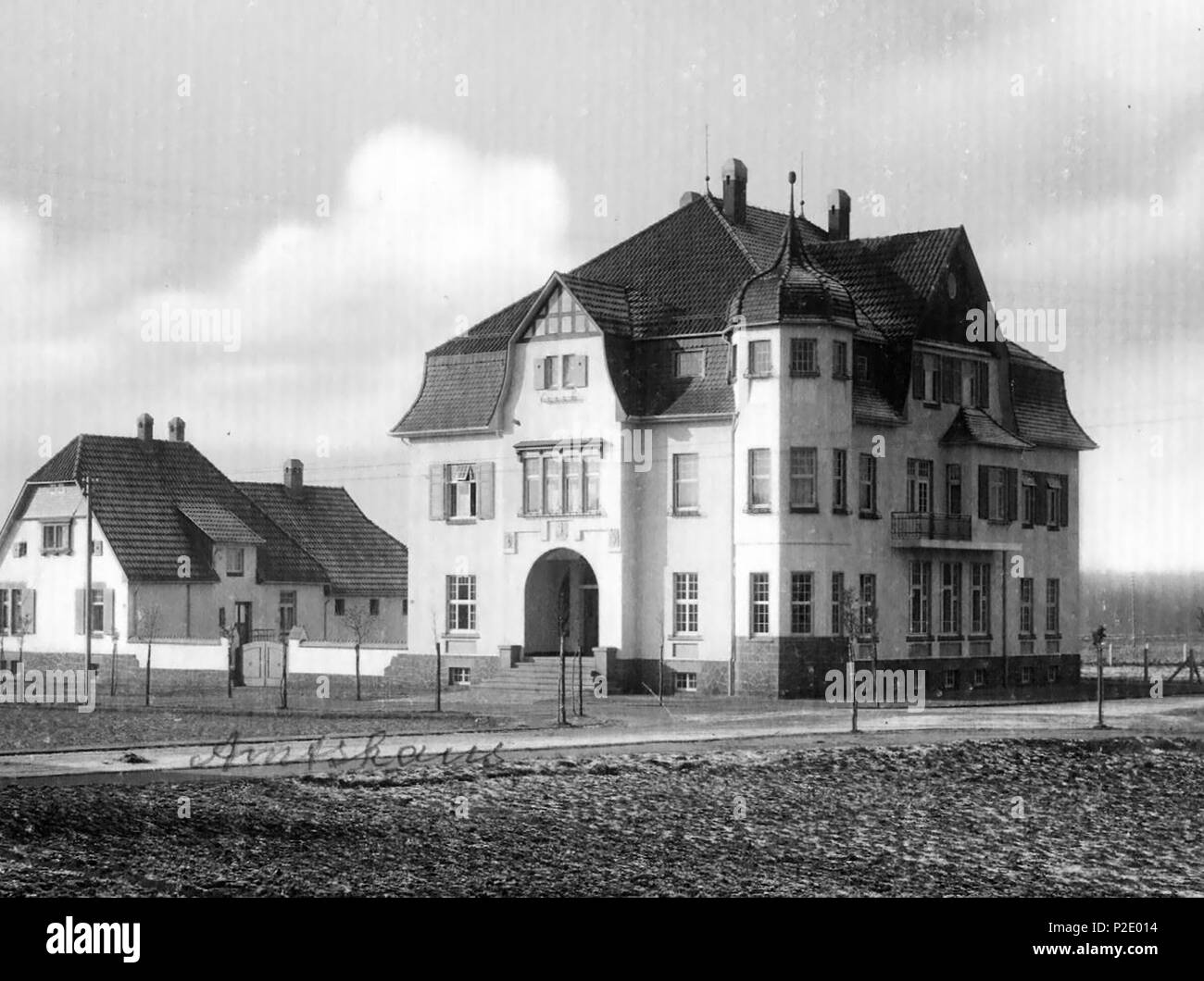 . English: Amtshaus des Amtes Halle (Westf.) Deutsch: Office of the Amt administrative division Halle (Westf.) . circa 1910. Unknown 23 Halle (Westfalen) - Amtshaus des Amtes Halle (Westf.) - Stock Image