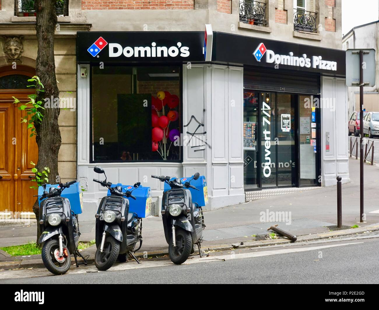 dominos pizza delivery stock photos dominos pizza delivery stock images alamy. Black Bedroom Furniture Sets. Home Design Ideas
