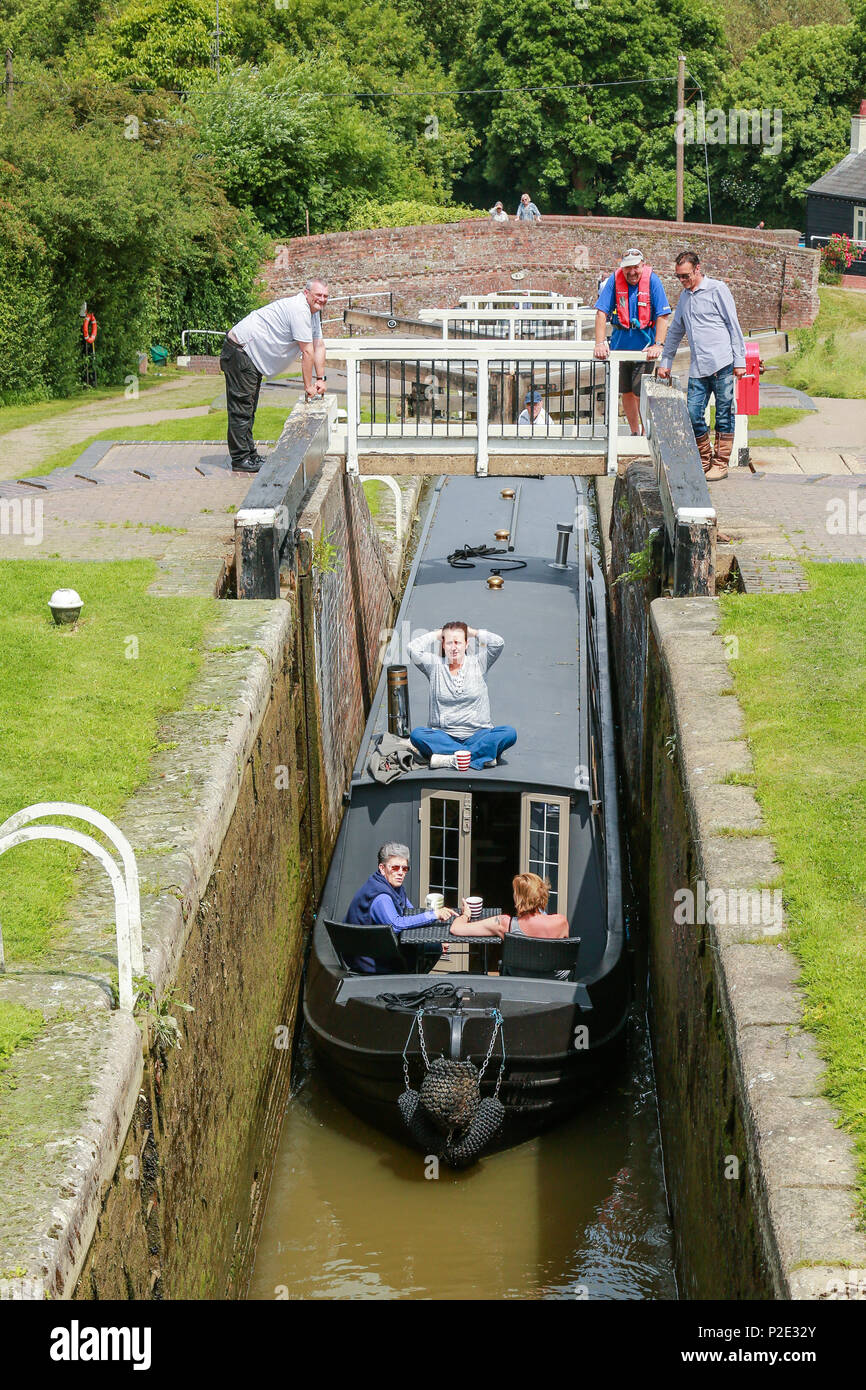 A narrow boat entering a lock to ascend the flight of locks at Foxton - Stock Image