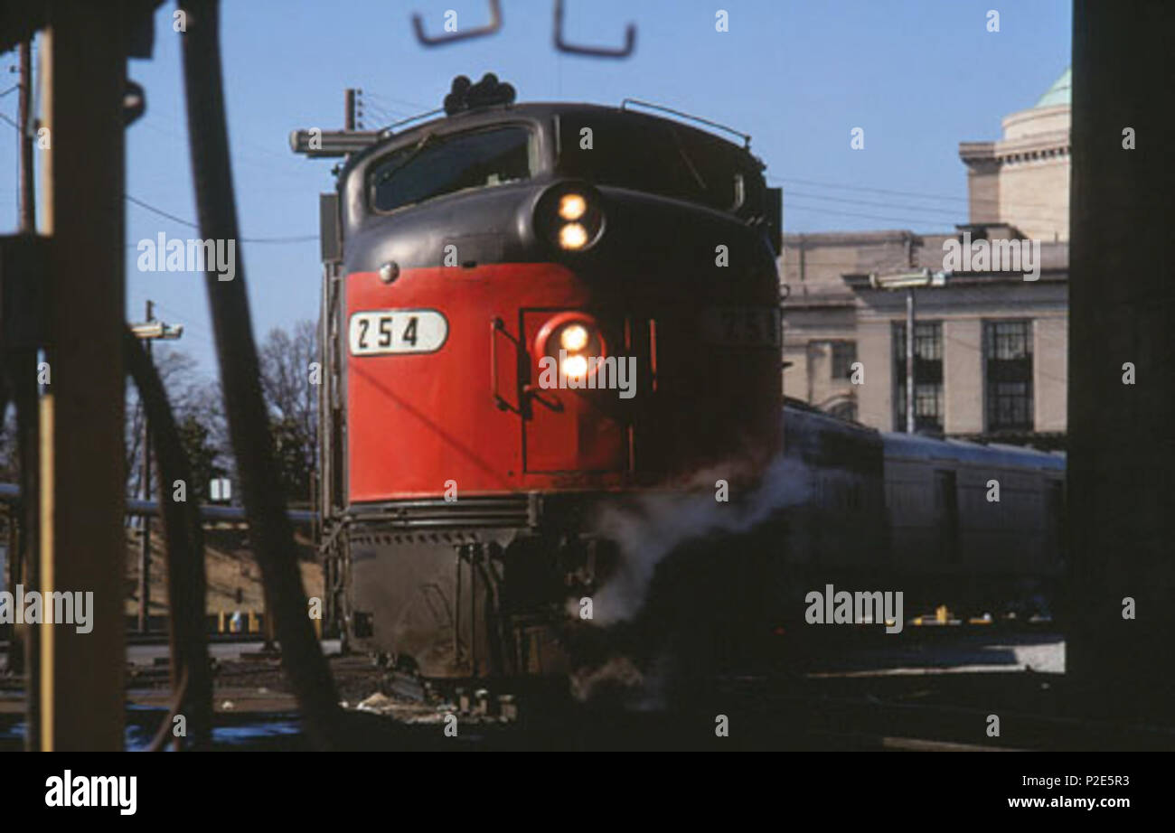 . English: The northbound Silver Star at Broad Street Station, Richmond in February 1973 . Taken on19 February 1973. Hikki Nagasaki 37 Northbound Silver Star at Broad Street Station, February 1973 - Stock Image