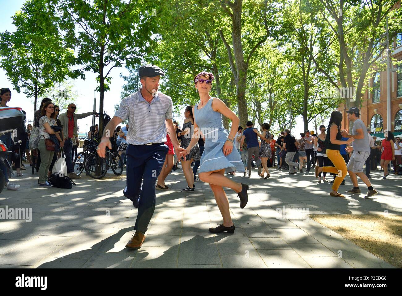 France, Haute Garonne, Toulouse, Garonne banks, Sunday afternoon on place St-Pierre, dance - Stock Image