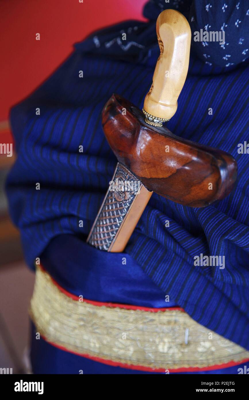 Indonesia, Java, Yogyakarta, Kriss, the dagger of ceremony, on the back of a guard of the kraton, the royal palace of the ancient Sultanante of Yogyakarta - Stock Image