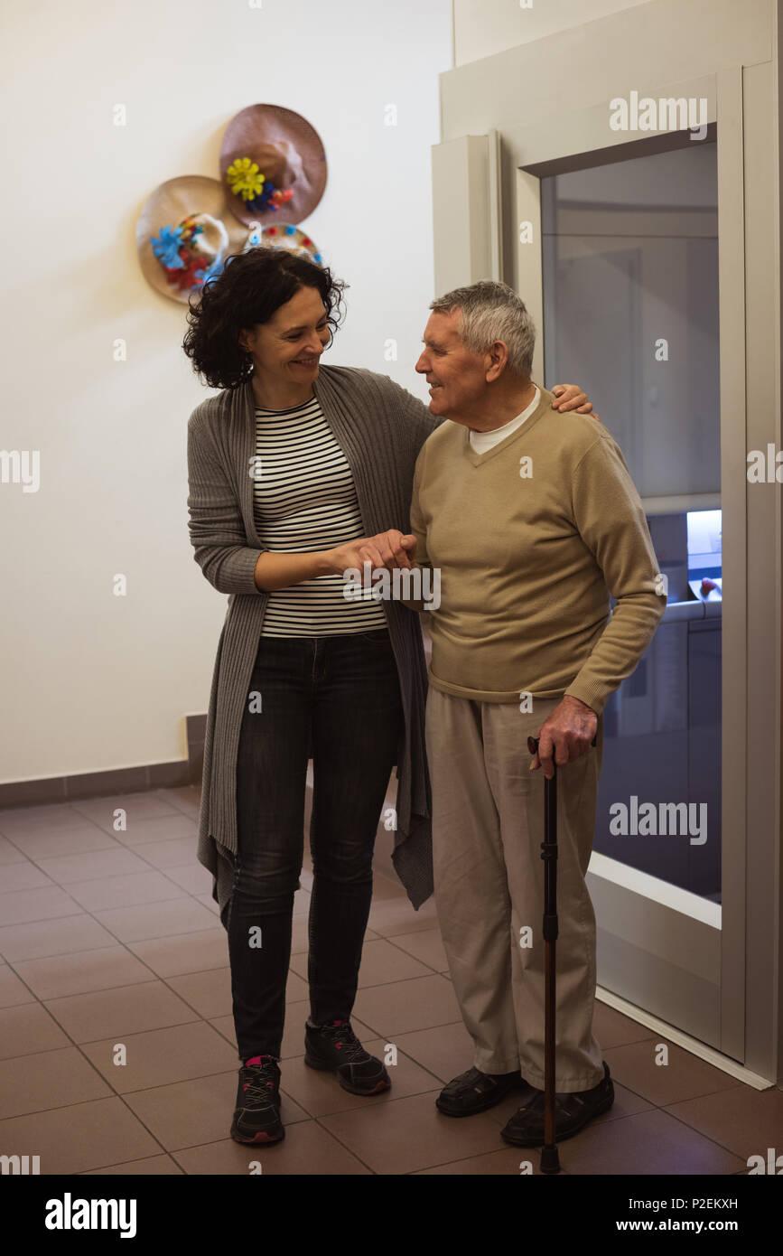 Caretaker talking to senior man - Stock Image