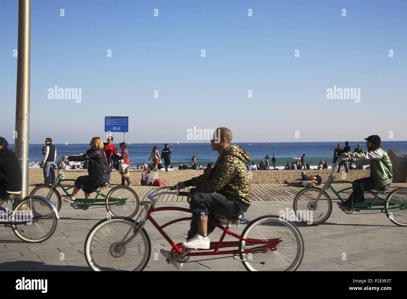 SPAIN - Catalonia - Barcelonés (district) - Barcelona. Barcelona; playa de Sant Sebastià (bicis). - Stock Image