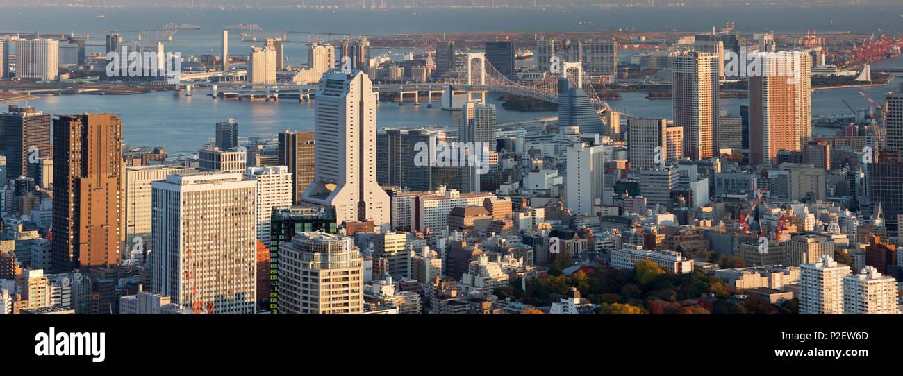 Tokyo Bay, Odaiba and Rainbow Bridge, Minato-ku, Tokyo, Japan - Stock Image