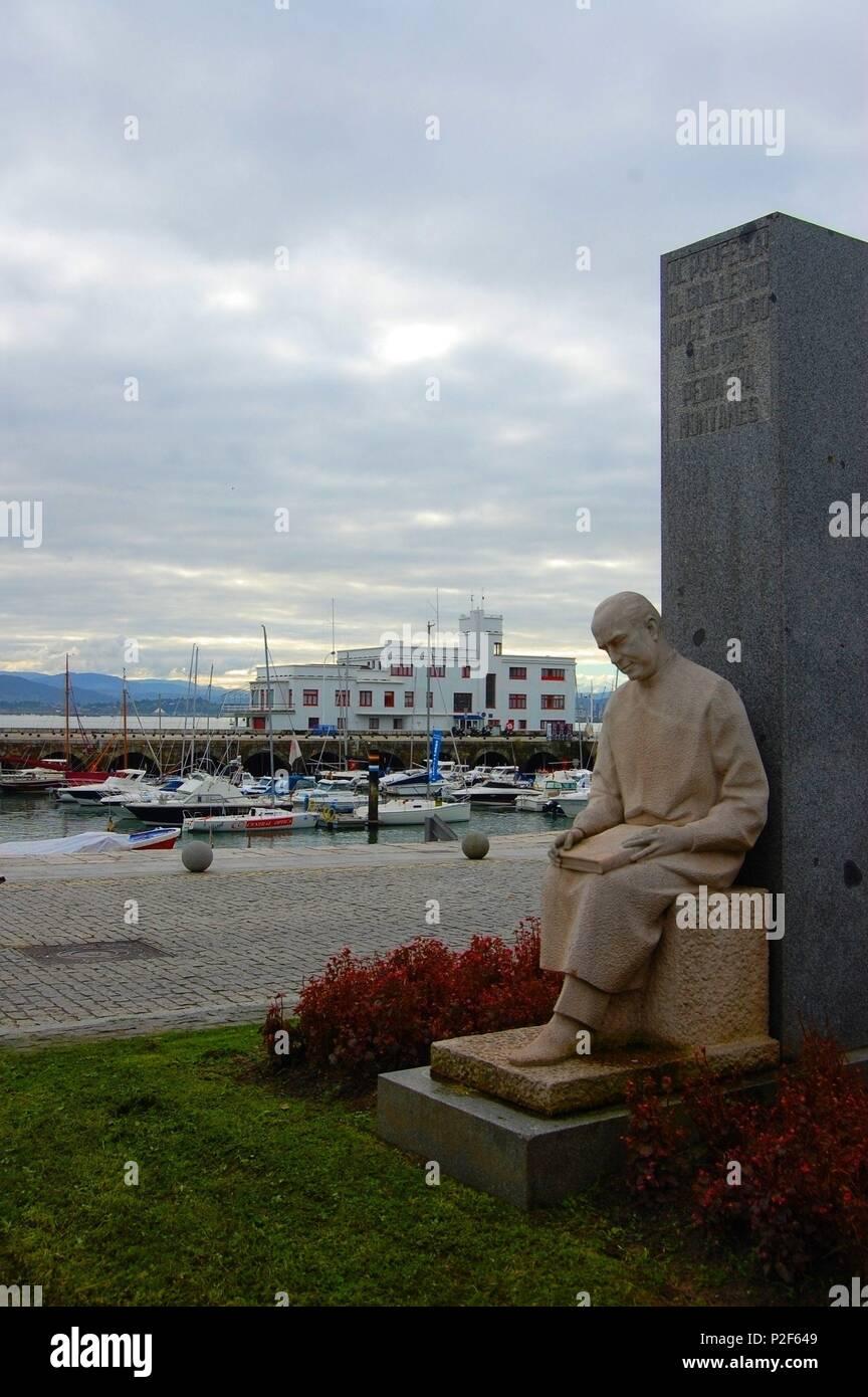 Escultura de Guillermo Arce Alonso del escultor Juan de Avalos, Puerto Chico, paseo maritimo, Santander. - Stock Image