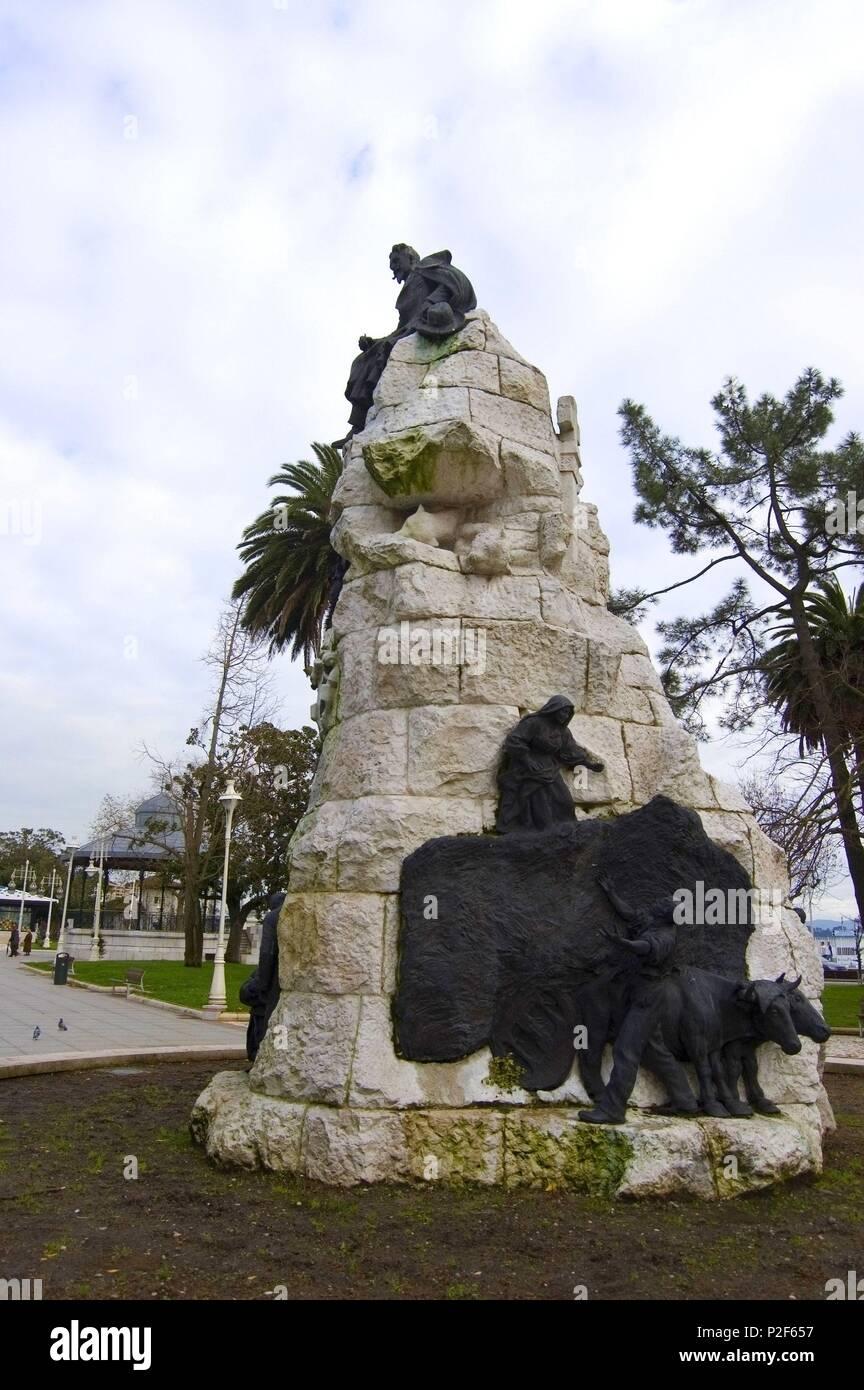 Monumento a Velarde del escultor Jose Piquer y Elias Martin, Jardines Pereda, Santander. - Stock Image