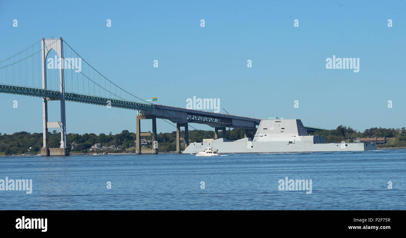 160912-N-CS971-030 NEWPORT, R.I. (Sept. 12, 2016) The guided-missile destroyer Pre-Commissioning Unit (PCU) Zumwalt (DDG 1000) departs from Naval Station Newport, Rhode Island following its maiden voyage from Bath Iron Works Shipyard in Bath, Maine. The port visit marked Zumwalt's first stop before the ship ultimately sails to her new homeport of San Diego. During the transit, the ship is scheduled to take part in training operations, a commissioning ceremony in Baltimore and various additional port visits. Zumwalt is named for former Chief of Operations Elmo R. Zumwalt and is the first in a t - Stock Image