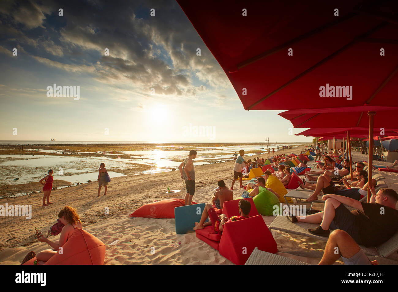 Guests in beach bar, Gili Trawangan, Lombok, Indonesia - Stock Image