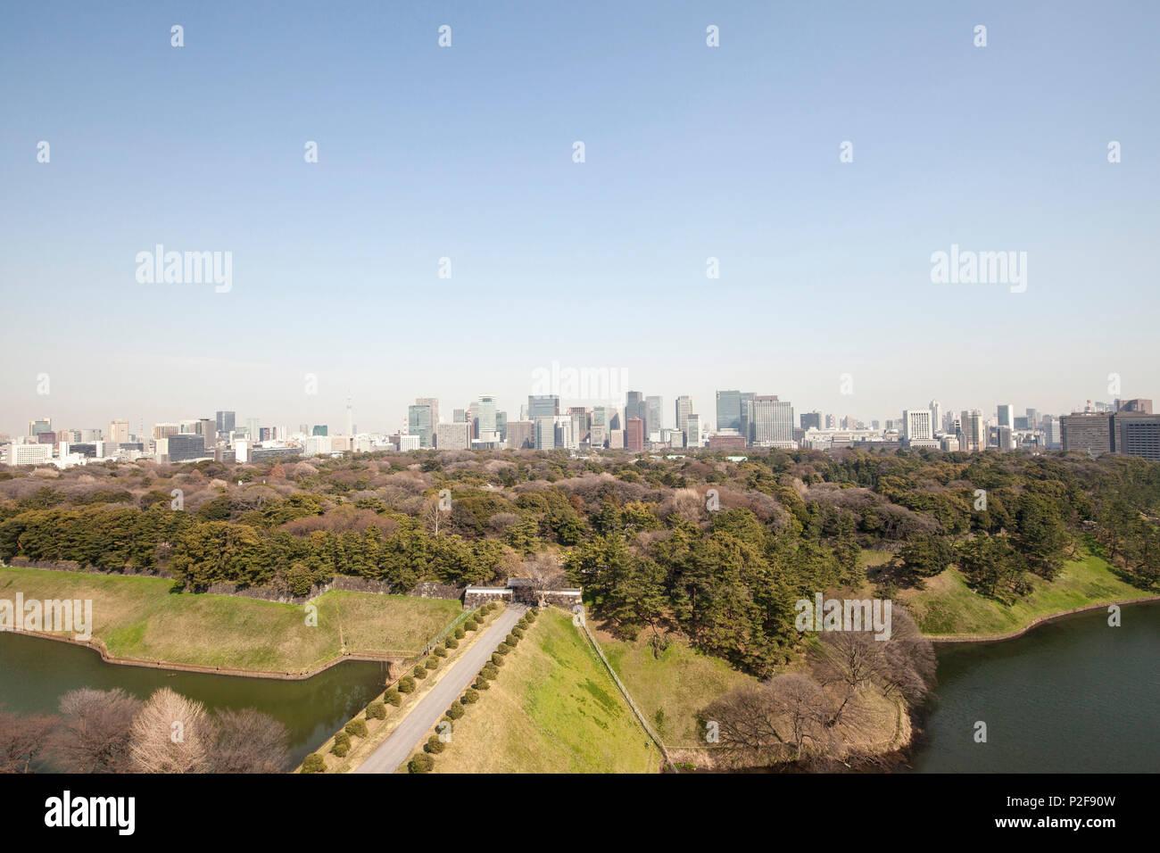 Imperial Palace Ground with banking quarter Marunouchi in background, Chiyoda-ku, Tokyo, Japan - Stock Image