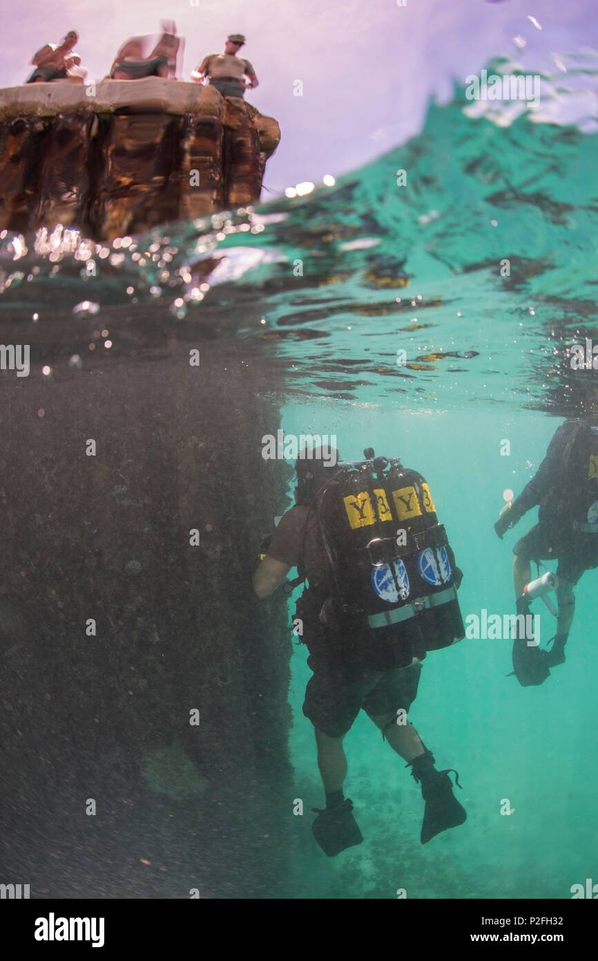 Members of Underwater Construction Team (UCT) 2 conduct diving operations in Kwajalein, Marshal Islands while participating in Valiant Shield Sep. 15, 2016. Valiant Shield is a biennial U.S. Air Force, Navy and Marine Corps exercise held in and around Guam, focusing on real-world proficiency in sustaining joint forces at sea, in the air, on land and in cyberspace. (U.S. Navy Combat Camera Photo by Mass Communication Specialist 2nd Class Daniel Rolston/Released) Stock Photo
