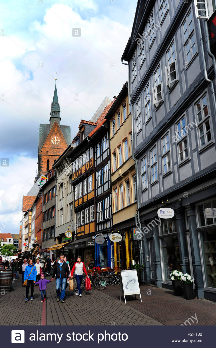 People in the Kramerstrasse, market church in the background, historic city centre, Hanover, Hannover, Lower Saxony, Germany - Stock Image