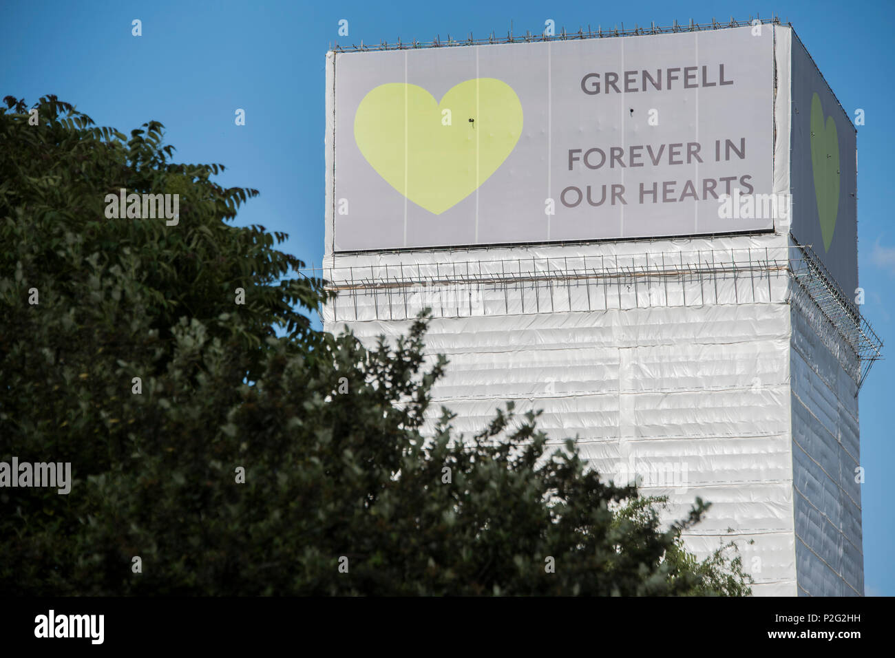 London, UK. 14th June 2018. The cladding on the tower - The first anniversary of the Grenfell Tower Disaster Credit: Guy Bell/Alamy Live News - Stock Image