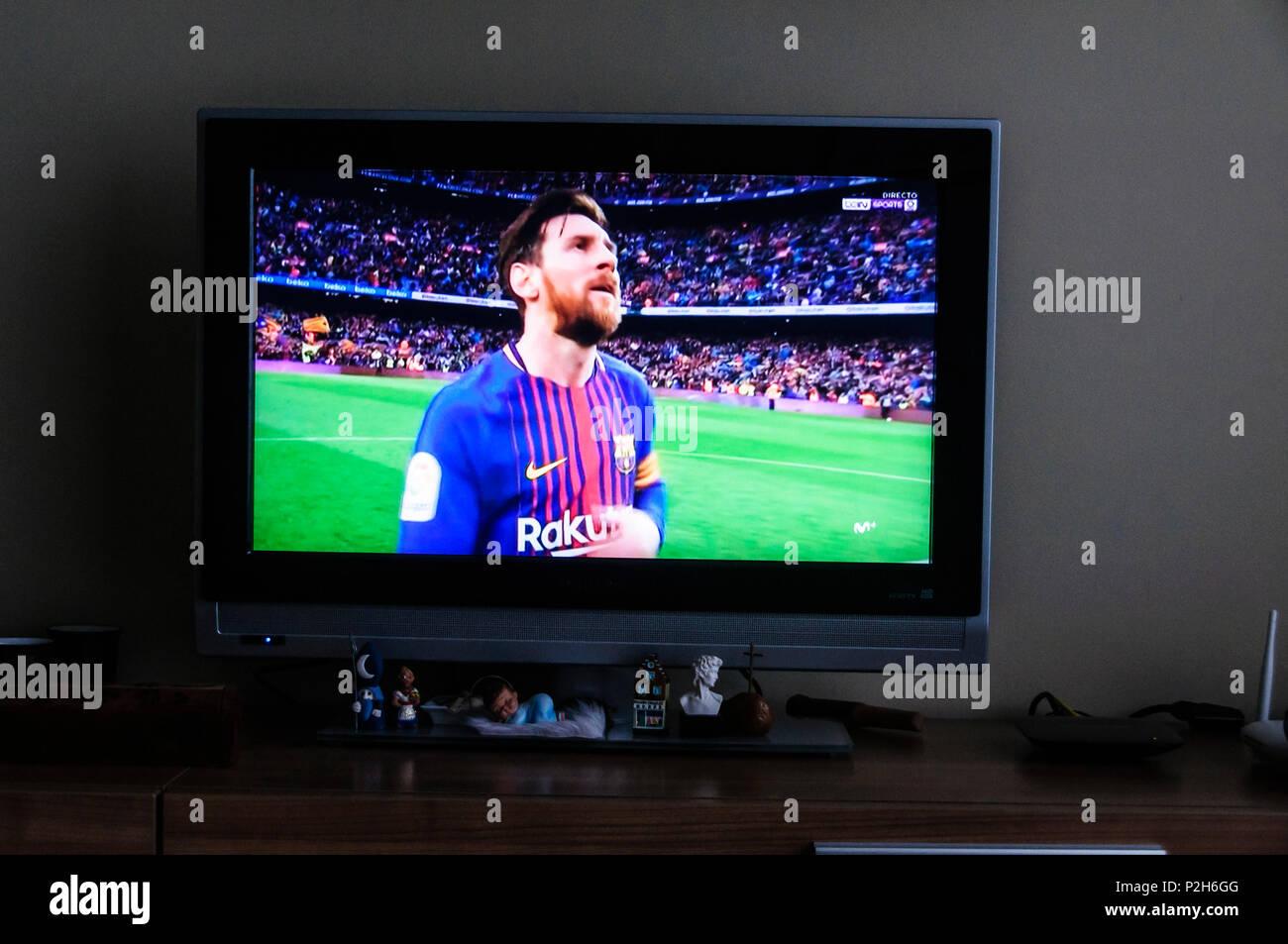 Messi on tv football macht - Stock Image