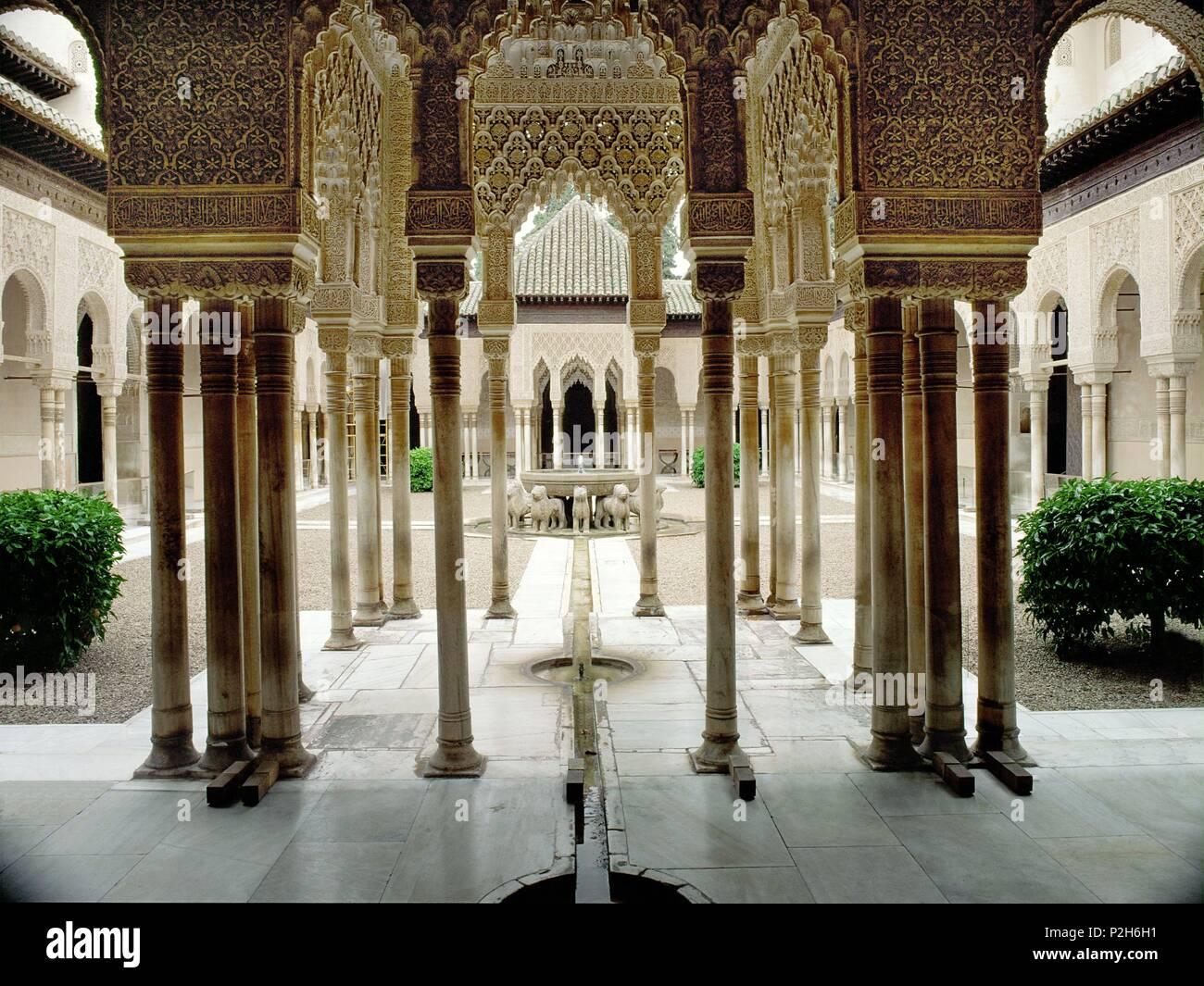 Patio De Los Leones La Alhambra Granada Espana Stock Photo