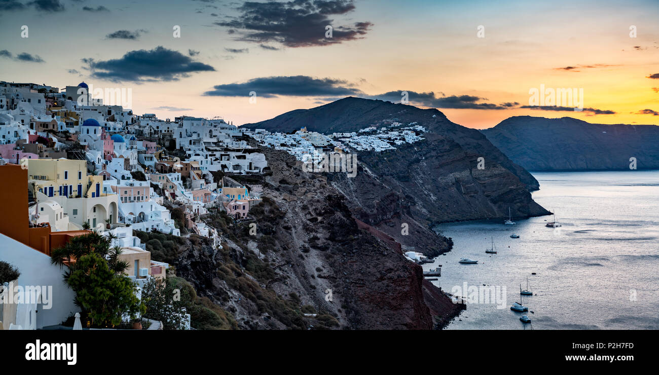 Sweeping view of Sunset in Santorini, Greece - Stock Image